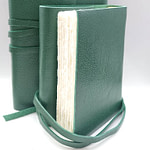 Vintage leather journal in green color. 90 internal pages made with ivory Amalfi paper.