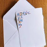 Wedding invitations with flowers in Amalfi paper format A5. Size: 15x21 cm. Weight: 340 g/sqm